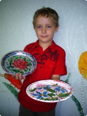 Кириллу Глебову 5 лет. Это его первые расписные тарелочки . фото 1