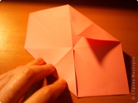 """Кусудама """"Электра"""". Автор David Mitchell Для работы приготовьте квадраты со стороной 75мм. Хорошо подходят стикеры двух цветов (http://stranamasterov.ru/node/16443) по 60 квадратов разного цвета.  фото 4"""