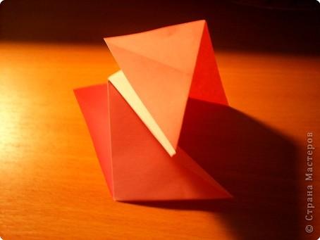 """Кусудама """"Электра"""". Автор David Mitchell Для работы приготовьте квадраты со стороной 75мм. Хорошо подходят стикеры двух цветов (http://stranamasterov.ru/node/16443) по 60 квадратов разного цвета.  фото 5"""