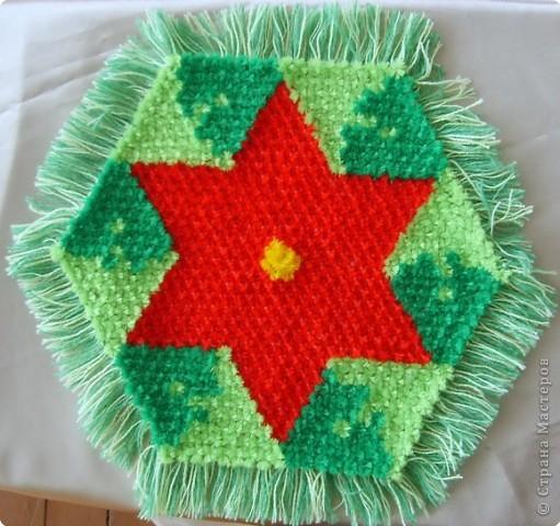 Хочу показать вам ещё несколько салфеток плетённых на раме. фото 5