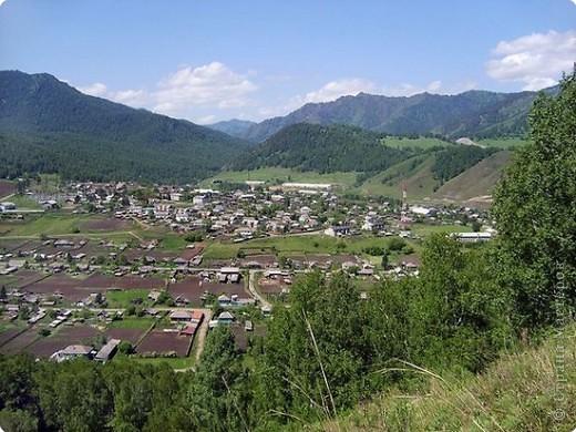 Я родилась в Горном Алтае. Здесь очень красивая природа. Любуясь другими фоторепортажами, решила показать вам свою Родину. Её часто называют Голубой Алтай, так как горы в далеке имеют синие оттенки. фото 2