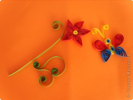 Квиллинг: Бабочка над цветком