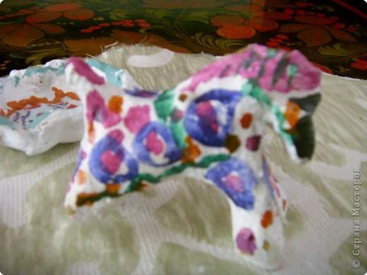 Дети и родители выполнили творческие летние задания, принесли дымковских лошадок. Вот какие они , во всей красе! фото 5