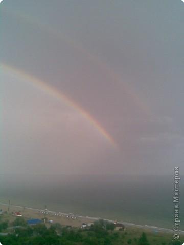 После дождя появилась на небе радуга, да не одна, а сразу две, пока бегала за телефоном она побледнела...  фото 2