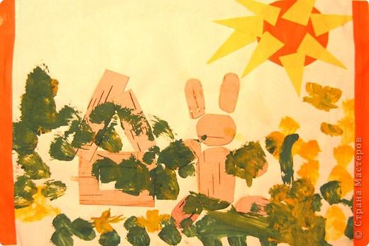 Бабочки. Это одни из первых работ, когда мы начали знакоство с красками. Больше всего сыну нравилось рисовать гуашью, смешивать на листе различные цвета.  фото 4
