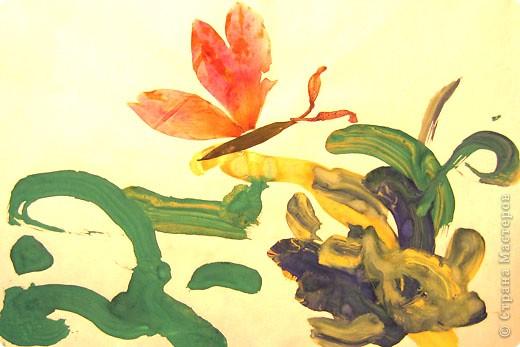 Бабочки. Это одни из первых работ, когда мы начали знакоство с красками. Больше всего сыну нравилось рисовать гуашью, смешивать на листе различные цвета.  фото 2