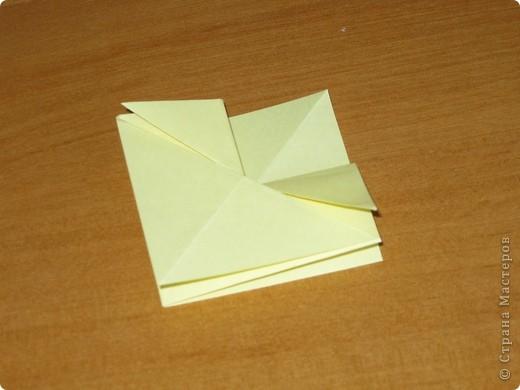 """Автора модели не знаю. Искала в разных источниках - пишут, что схему взяли из книги С.Соколовой """"Бумажные цветы, букеты, кусудамы"""". Может она автор?  Эта кусудама состоит из 12 цветов. Каждый цветок- из 4 деталей. Диаметр 12 см фото 11"""