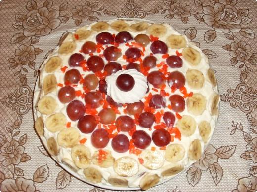 Рецепт кулинарный: Zefirnij tort s vinogradom i bananami  ( зефирный торт с виноградом и бананами)