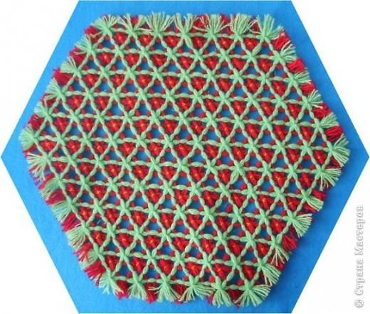Хочу показать вам ещё несколько салфеток плетённых на раме. фото 6