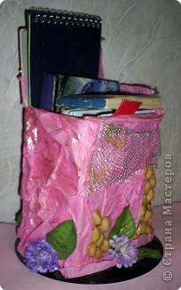 Все коробочки, попадающие к нам в дом, моя Катеринка преобразовыувает, наряжает всем, что попадает ей под руки и, что находит дома и за его приделами.  фото 4