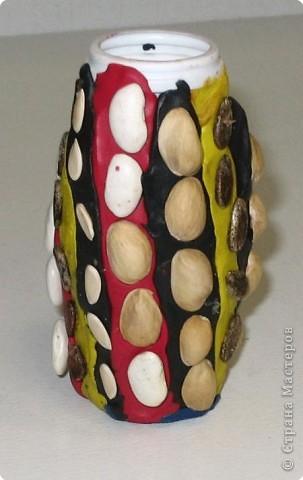 Самбуров Дима. Мозаика из семян на вазочке