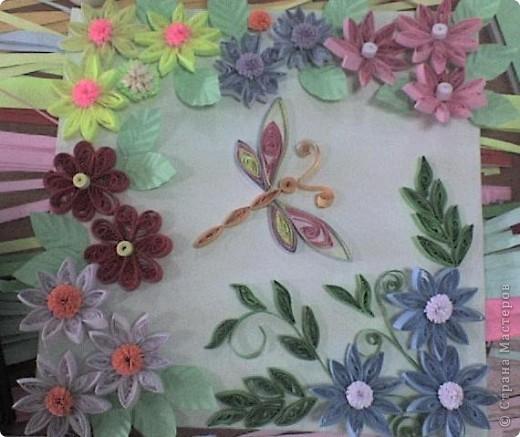 Стрекоза в цветах.