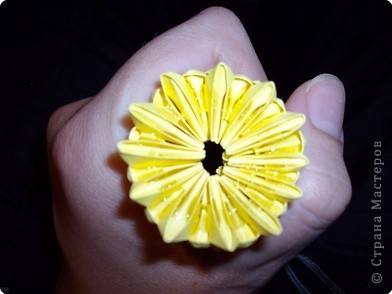 Мастер класс по изготовлению коня.Для этого нам понадобится 366 модулей желтого цвета и 36 коричневого фото 19