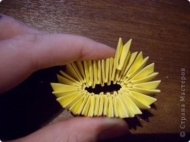 Мастер класс по изготовлению коня.Для этого нам понадобится 366 модулей желтого цвета и 36 коричневого фото 3