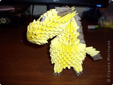 Мастер класс по изготовлению коня.Для этого нам понадобится 366 модулей желтого цвета и 36 коричневого фото 32