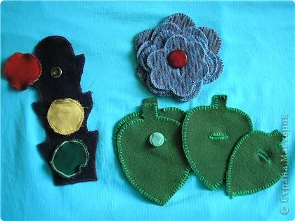 Светофор на кнопках, листочки и цветы на пуговицах. Учим ребёнка подбирать цветы, листочки по величине и развиваем моторику. фото 1
