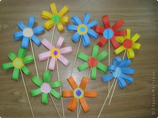 Аппликация: Цветочки к дню воспитателя. фото 1