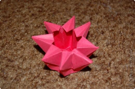 это 6 лепестковая лилия в коробочке оригами фото 3