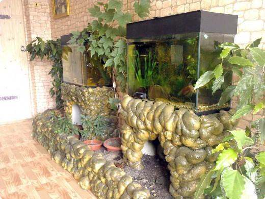 Это оформление аквариумов сделано из монтажной пены.  фото 1