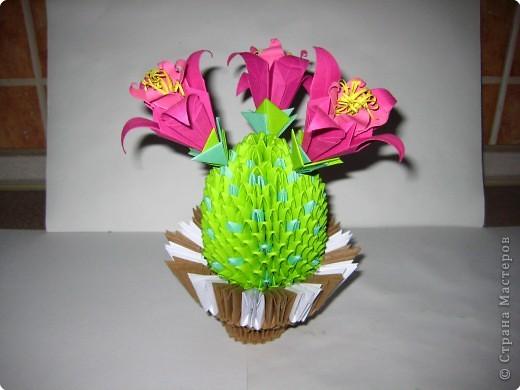 Сделала ещё один кактус,только цветочки другие,и горшочек тоже видоизменила немного.