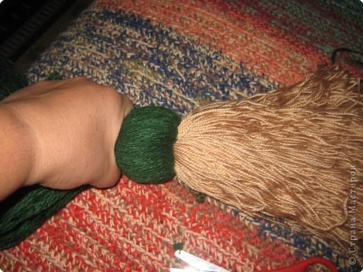 Хочу показать как делать куклу из ниток, может кому пригодится.. фото 6