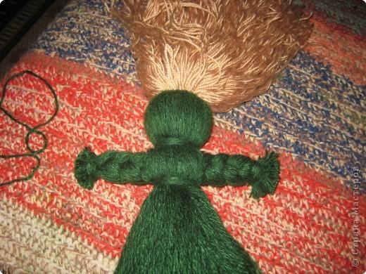 Хочу показать как делать куклу из ниток, может кому пригодится.. фото 11