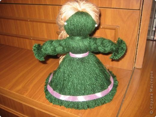 Хочу показать как делать куклу из ниток, может кому пригодится.. фото 1