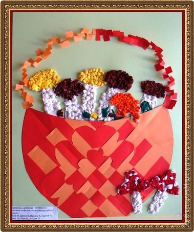 Корзинку сплели, а грибочки украсили мозаикой из комочков салфеток. фото 1