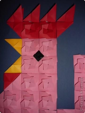 Такое мозаичное панно кружковцы делали на Новый год в год петуха. Каждая деталь открывается как конвертик и внутрь можно положить написанное пожелание или маленькую наклейку. Ещё вариант- использовать мозаику как гадалку. фото 2