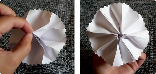 Вот и обещанный МК. Первый раз я делала такой цветок по книге Санбук Смит «Цветы Оригами». И там урок назывался «Барвинок – пестрые лоскутки». Потому и я назову его «Барвинок». Делать такой цветок не сложно. Самая большая проблема в том, что Барвинок очень маленький. Для одного цветка потребуется лист со стороной 5 см. На фото МК лист раза в 3 больше для наглядности. И вам советую взять на первый раз большой лист, чтобы освоиться и понять принцип складывания.   фото 18