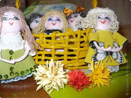 Много кукол необычных, круглолицых, симпатичных, все в корзиночке живут,песни весело поют. фото 3