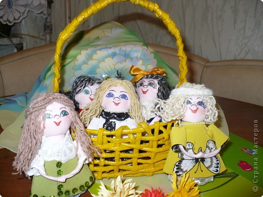 Много кукол необычных, круглолицых, симпатичных, все в корзиночке живут,песни весело поют. фото 1