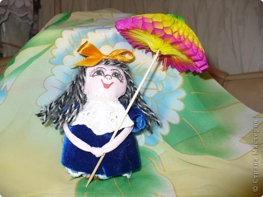 Много кукол необычных, круглолицых, симпатичных, все в корзиночке живут,песни весело поют. фото 4