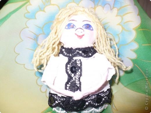 Много кукол необычных, круглолицых, симпатичных, все в корзиночке живут,песни весело поют. фото 7