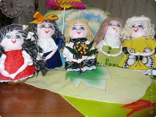 Много кукол необычных, круглолицых, симпатичных, все в корзиночке живут,песни весело поют. фото 9