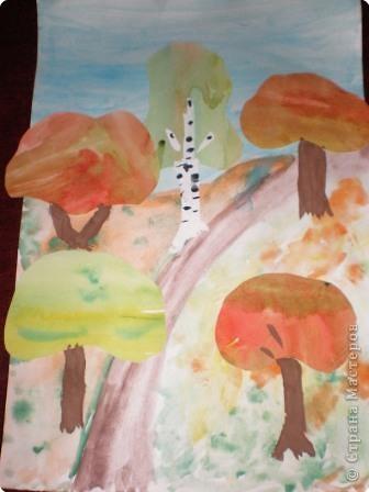 Вначале раскрасили листы осенними цветами, затем вырезали из них кроны