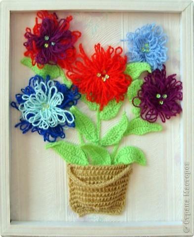 Вот такие букеты вязали с девчатами два года назад.  Цветок вяжется вытянутыми петлями по кругу. Корзиночка - тунисское вязание. фото 1