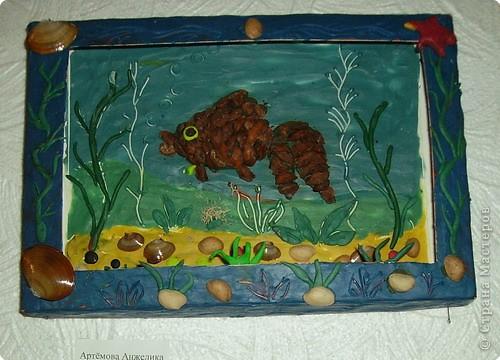 Мозаика из чашуек шишек стланника.Работа Артемовой Анжелики