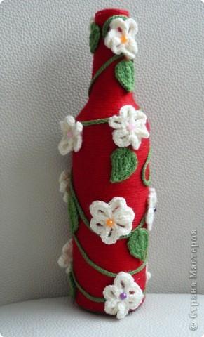 Пластмасовая бутылка ,краска акриловая,розы из салфеток,декокамни и лента фото 5