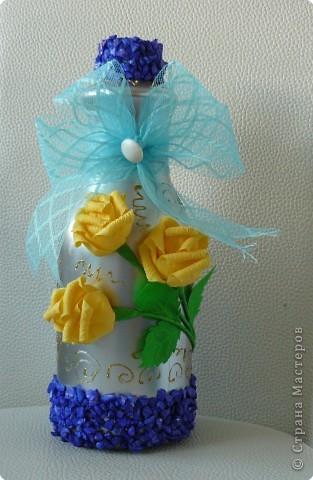 Пластмасовая бутылка ,краска акриловая,розы из салфеток,декокамни и лента фото 1