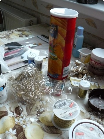 Материал,который нам необходим для выполнения объёмного декупажа,я взяла баночку из-под чипсов... фото 1