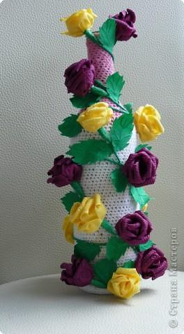 Пластмасовая бутылка ,краска акриловая,розы из салфеток,декокамни и лента фото 2