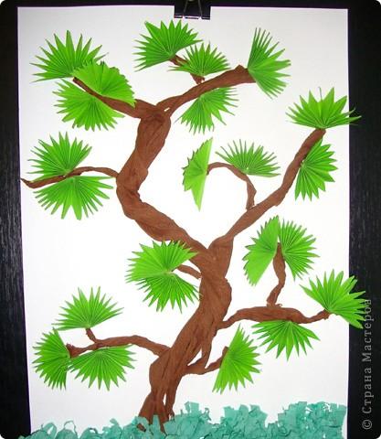 Бонсай. Техника оригами. Ствол дерева и трава гофрированая бумага.Поделку делали дети от 5-10 лет. фото 1