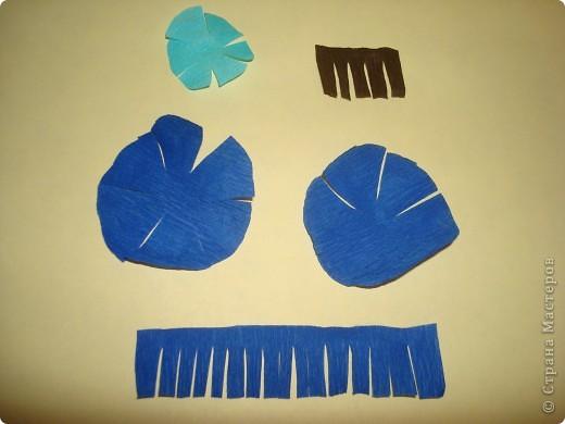 Для изготовления василька необходимы 2 синих круга произвольного диаметра,1 голубой-поменьше и две полоски синего и коричневого цвета,проволочка и зеленая бумага для стебля и листочков,а также бисер. фото 2
