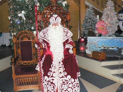 Предлагаю совершить путешествие на Вотчину Деда Мороза в Великий Устюг, тем более, что и повод подходящий имеется - 18 ноября главный российский волшебник отмечает свой день рождения! Вотчина находится в нескольких километрах от города, в сосновом бору. фото 6