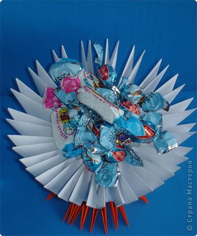 Хотела сделать лебедя - он превратился в вазу для конфет! фото 2