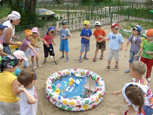 Летом мы провели  ПИРАТСКИЙ день. Каждый ребенок дома смастерил  свой корабль.   фото 3