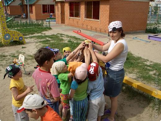 Летом мы провели  ПИРАТСКИЙ день. Каждый ребенок дома смастерил  свой корабль.   фото 4