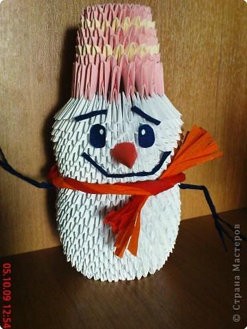 Вот такой веселый снеговичок...