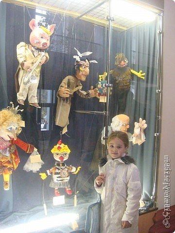 Выставка кукол в фойе. Куклы чарующе манят... в сказку. фото 5